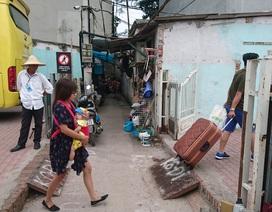 Hà Nội: Bến xe cho ô tô nổ máy, xả khói liên tục để ép người dân bán nhà?