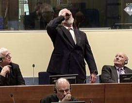 Bị cáo uống thuốc độc giữa phiên tòa Liên Hợp Quốc xử tội phạm chiến tranh