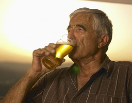 Những người nghiện rượu sống lâu hơn và ít bị mất trí nhớ hơn?