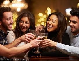 Uống rượu có thể làm tăng khả năng nói ngoại ngữ?