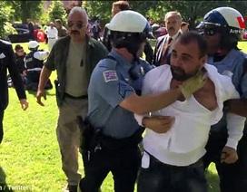Tổng thống Thổ Nhĩ Kỳ chứng kiến cảnh vệ sĩ xô xát với người biểu tình tại Mỹ