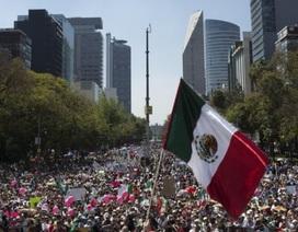 Hàng chục nghìn người Mexico biểu tình phản đối ông Trump