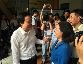 Bộ trưởng Phùng Xuân Nhạ động viên thí sinh, phụ huynh trước kỳ thi