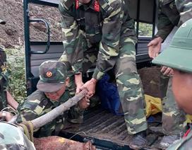Tá hỏa phát hiện quả bom nặng 100 kg khi khai thai thác đá