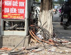 Cáp viễn thông nhằng nhịt, tủ kỹ thuật chỏng chơ trên vỉa hè Hà Nội