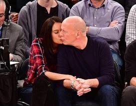 Bruce Willis hạnh phúc bên vợ kém 23 tuổi