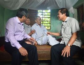 Bộ trưởng Bộ TT-TT thăm hỏi các gia đình chính sách