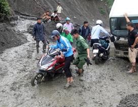 Bùn đất dày hơn 1m, nguy cơ tê liệt quốc lộ nối Lai Châu - Điện Biên
