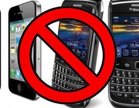 """""""Dấm dúi"""" sử dụng điện thoại di động dưới thời khủng bố IS cai trị"""