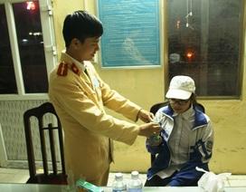 CSGT Phủ Lý giúp cháu bé đi lạc từ Thái Bình về với gia đình