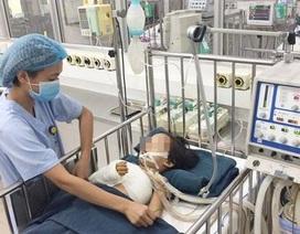 Cứu thành công cánh tay bị dập nát cho bé gái 5 tuổi sau tai nạn giao thông