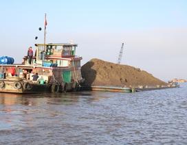 """Bắt giữ 34 phương tiện """"cát tặc"""" trên sông Cổ Chiên"""
