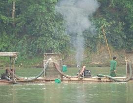 Mất đất, cuộc sống bị đảo lộn, dân kéo ra bờ sông phản đối tàu hút cát sỏi!
