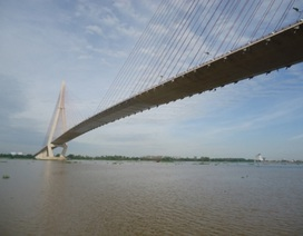 Người phụ nữ thuê xe lên cầu Cần Thơ rồi nhảy sông tự vẫn