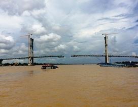 Hợp long cầu dây văng bắc qua sông Tiền