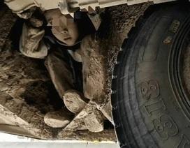 Hai đứa trẻ trốn dưới gầm xe buýt hơn 3 tiếng để đi thăm bố mẹ