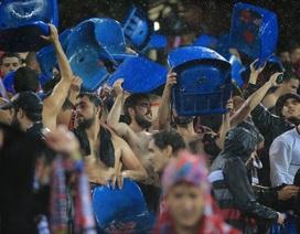 "Vì sao CĐV Atletico ""ăn trộm"" ghế ở sân Vicente Calderon?"