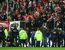 Sập rào chắn, hàng chục cổ động viên tại Ligue 1 bị thương