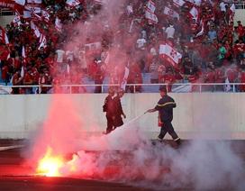 Vòng 14 V-League: Bạo lực trên sân và trên khán đài