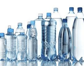 Tại sao không nên đựng nước uống vào chai nhựa dùng rồi?