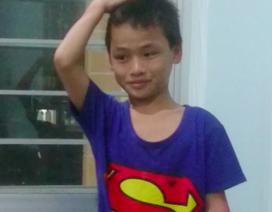 Cháu bé đi lạc đến biên giới Campuchia khóc nức nở khi gặp người thân