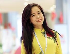 """""""Hot girl làng võ"""" Châu Tuyết Vân """"xinh như hoa"""" tại ĐH Đoàn toàn quốc"""