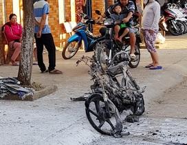 Xe gắn máy bất ngờ phát cháy khi đang lưu thông