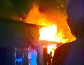 Cháy 6 căn nhà ven kênh ở Sài Gòn những ngày cuối năm 2017