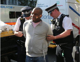 Bị phạt tù vì mở túi xác, chụp ảnh thi thể nạn nhân vụ cháy ở London