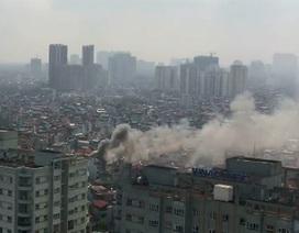Hà Nội: 3 ngôi nhà trên phố Minh Khai bốc cháy dữ dội