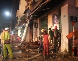 Dỡ mái nhà dập đám cháy tại trung tâm Đà Nẵng