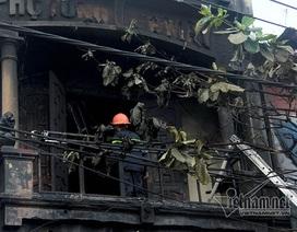 Giải cứu 4 người mắc kẹt trong vụ cháy ở Hà Nội