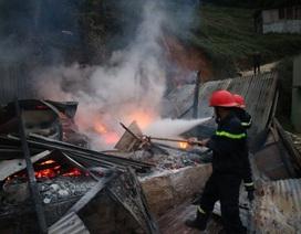 Hỏa hoạn trong khu dân cư, một ngôi nhà bị thiêu rụi