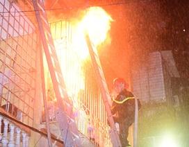 Hà Nội: Cháy nhà 4 tầng lúc rạng sáng, 2 mẹ con tử vong