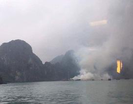 Tàu chở 14 du khách nước ngoài bốc cháy dữ dội trên Vịnh Hạ Long