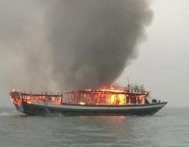 Cháy tàu trên vịnh Hạ Long: Dừng hoạt động đội tàu để xảy ra tai nạn