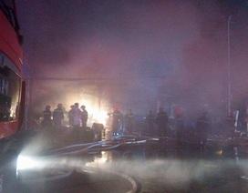 Hà Nội: Cửa hàng điện lạnh bốc cháy dữ dội