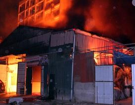 Hà Nội: Hơn 100 cảnh sát xuyên đêm chữa cháy kho hàng