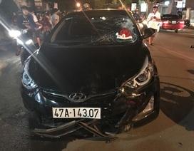 Ô tô tông liên hoàn xe máy, 8 người bị thương