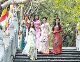 28 người đẹp Kinh Bắc thướt tha áo dài lên chùa Phật Tích