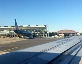 Máy bay phải chuyển hướng vì... vướng giàn phun bê tông