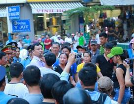 Phó Chủ tịch TP đích thân đi dẹp chợ, tiểu thương phản ứng dữ dội