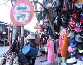 Hà Nội: Chợ tràn ra đường ngay trong cao điểm dọn dẹp vỉa hè