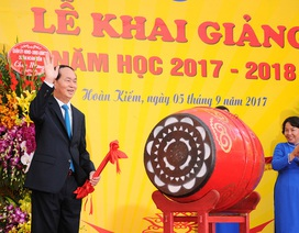 Chủ tịch nước Trần Đại Quang đánh trống khai giảng tại ngôi trường 100 tuổi