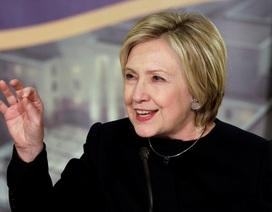 Bà Clinton lần đầu phát biểu trước công chúng sau lễ nhậm chức của ông Trump