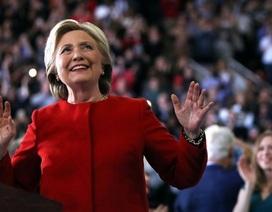 """Bà Clinton vui mừng sau thất bại xóa bỏ """"di sản Obama"""" của ông Trump"""