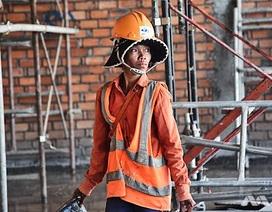 Nữ công nhân công trường xây dựng ở Campuchia