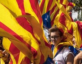 Làn sóng công ty đa quốc gia ồ ạt rút khỏi Catalonia