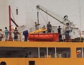 Cấp cứu một người Trung Quốc bị nạn trên biển Việt Nam