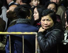 Trước giờ khai ấn, hàng nghìn đại biểu bị mời ra ngoài